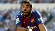Luis Suárez se queja durante un partido. (EFE)