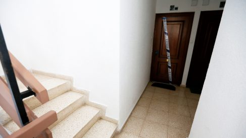 Vivienda del parricidio en Alicante. (Foto: EFE)