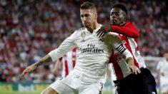 Sergio Ramos e Iñaki Williams disputan un balón en San Mamés. (EFE) Liga Santander: Valladolid – Alavés| Partido de fútbol hoy en directo.