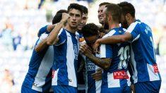 Los jugadores del Espanyol celebran el gol de Sergio García ante el Levante. (EFE)