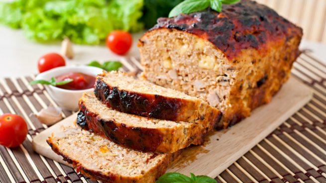 Pastel de carne picada relleno de jamón y queso