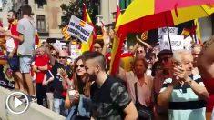 Los constitucionalistas apoyan a la Policía Nacional en Barcelona.