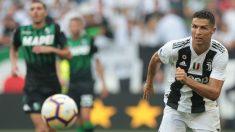 Cristiano Ronaldo corre a por un balón. (Getty)