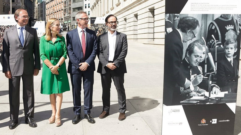 Pío García Escudero, Ana Pastor, José Guirao y Fernando Garea, inaugurando la exposición por los 40 años de la Constitución. (EP)