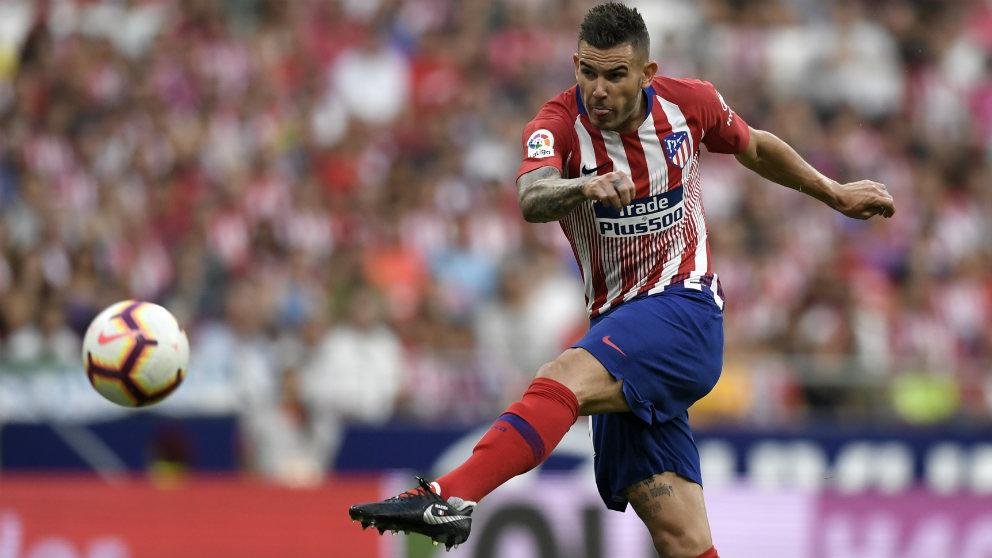 Lucas Hernández durante un partido con el Atlético esta temporada. (AFP)