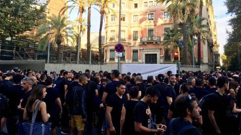 Manifestación de Mossos en Barcelona contra el consejero del Interior. (Foto: Europa Press)