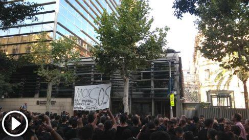Miles de mossos protestan ante el Govern para pedir más efectivos y mejoras salariales