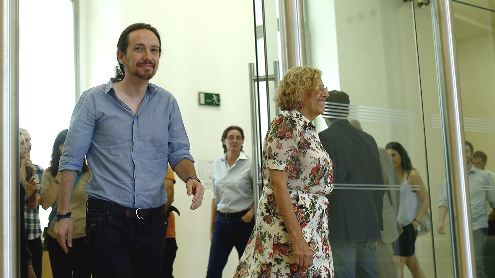 Pablo Iglesias, líder de Podemos, y Manuela Carmena, alcaldesa de Madrid. (EP)
