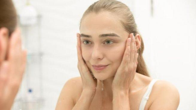 Cómo Hacer Una Rutina De Limpieza Facial Nocturna Paso A Paso