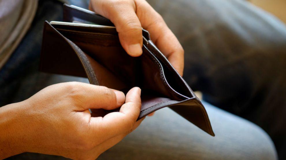 Dinero. Pago de impuestos a Hacienda.