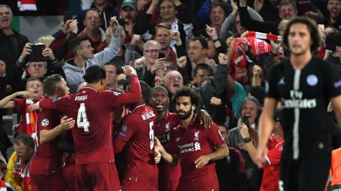 Los jugadores del Liverpool celebran uno de los goles al PSG. (AFP)