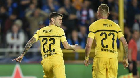 Pulisic y Wolf celebran el gol de la victoria. (AFP)