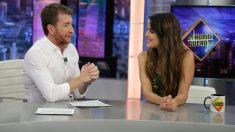 """Adriana Ugarte presenta """"Enamorado de mi mujer""""  en 'El Hormiguero'. (Foto: Antena 3)"""