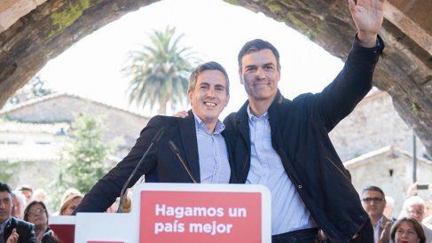 El delegado del Gobierno en Cantabria junto a Pedro Sánchez