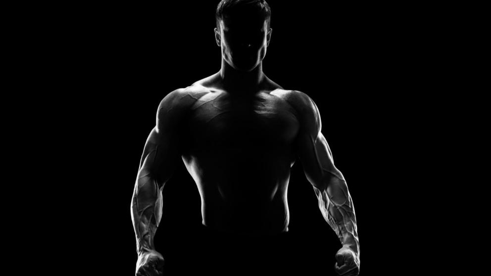 Los abdominales son ejercicios básicos para ganar músculo sin pesas.