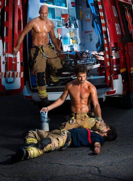 """El alcalde podemita de Zaragoza veta un calendario solidario de los bomberos por """"heteropatriarcal"""""""