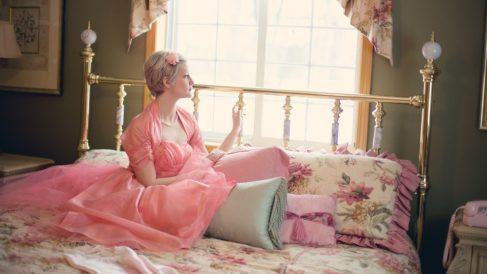 El cabecero de la cama puede ser de cualquier estilo decorativo