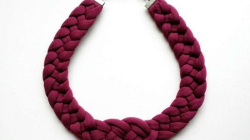 Los collares de trapillo son un complemento ideal y fácil de hacer