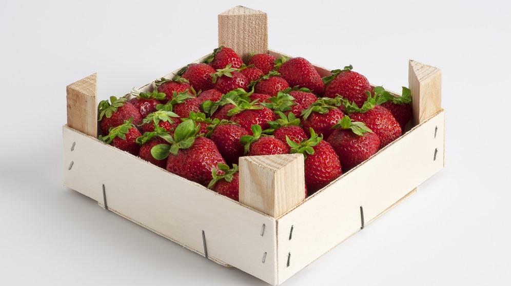 Las cajas de fresas pueden decorarse de diferentes maneras