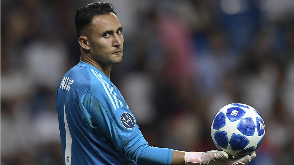 Keylor Navas, con el balón en un momento del Real Madrid-Roma (AFP).