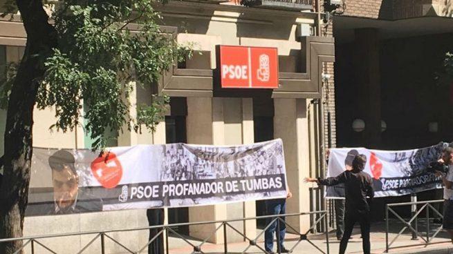 Pancarta en Ferraz (EP)