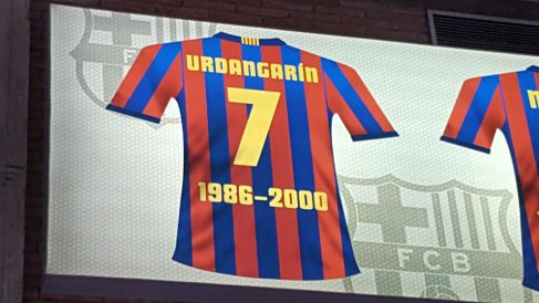 La camiseta de Iñaki Urdangarín, en el techo del Palau Blaugrana.