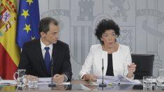 Los ministros Isabel Celaá y Pedro Duque en la rueda de prensa posterior al Consejo de Ministros (Foto: Francisco Toledo).