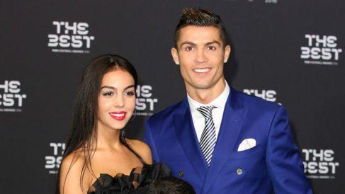 Cristiano Ronaldo y Georgina Rodríguez durante la gala The Best 2017 (AFP).
