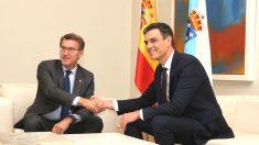 Reunión en Moncloa del presidente del Gobierno, Pedro Sánchez, con el presidente de la Xunta de Galicia, Alberto Núñez Feijóo (Foto: Europa Press)