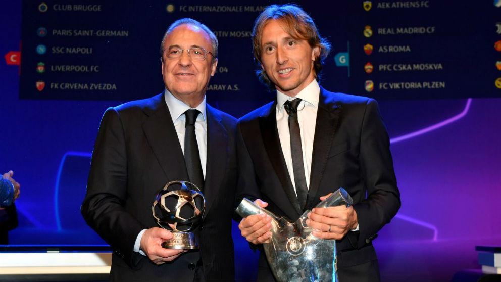 Luka Modric y Florentino Pérez, en la última gala de premios de la UEFA.
