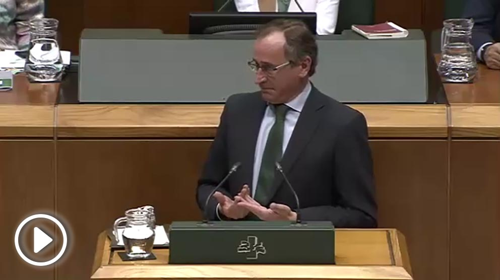 Alfonso Alonso, portavoz del PP en el Parlamento vasco, dándole un severo repaso al lehendakari Urkullu.