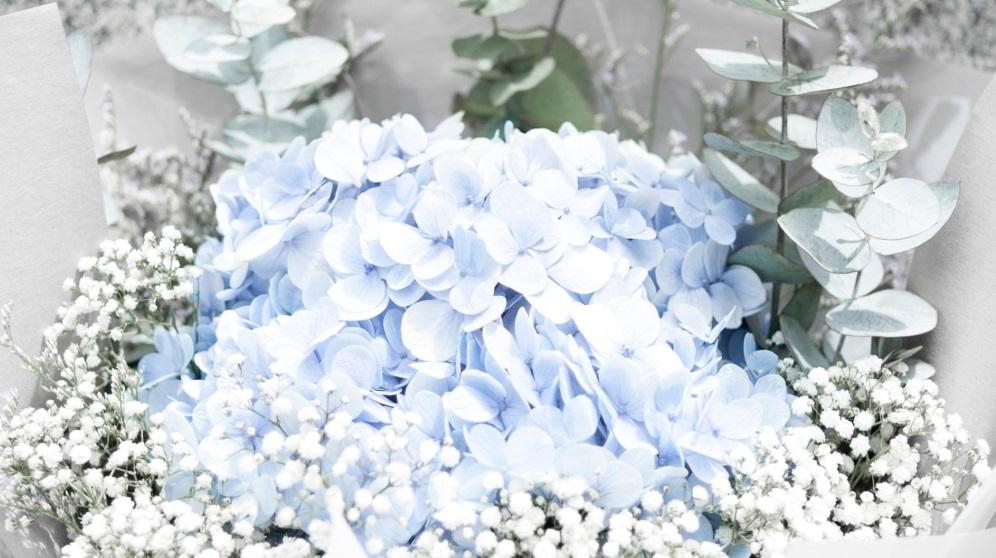 Las flores de cristal son perfectas para hacer un centro de mesa