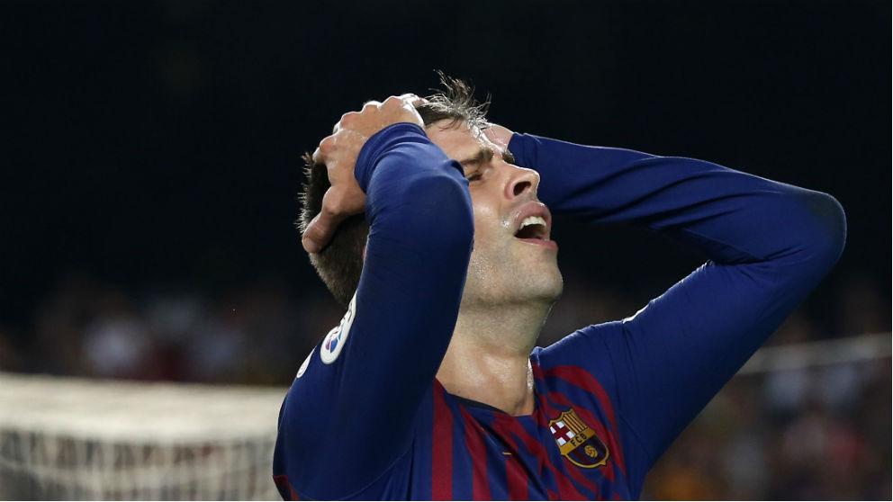 Piqué se lamenta tras fallar una ocasión contra el Girona. (AFP)