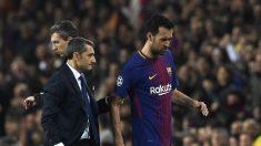 Ernesto Valverde y Sergio Busquets durante un partido. (AFP)