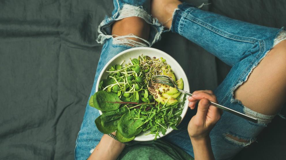 Descubre las bases para practicar la alimentación consciente