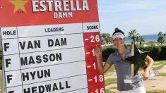 Anne Van Dam ganadora del trofeo Damm Open Ladies