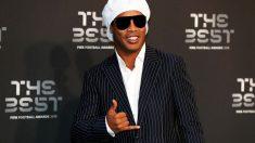 Ronaldinho lució una peculiar indumentaria en The Best. (Getty)