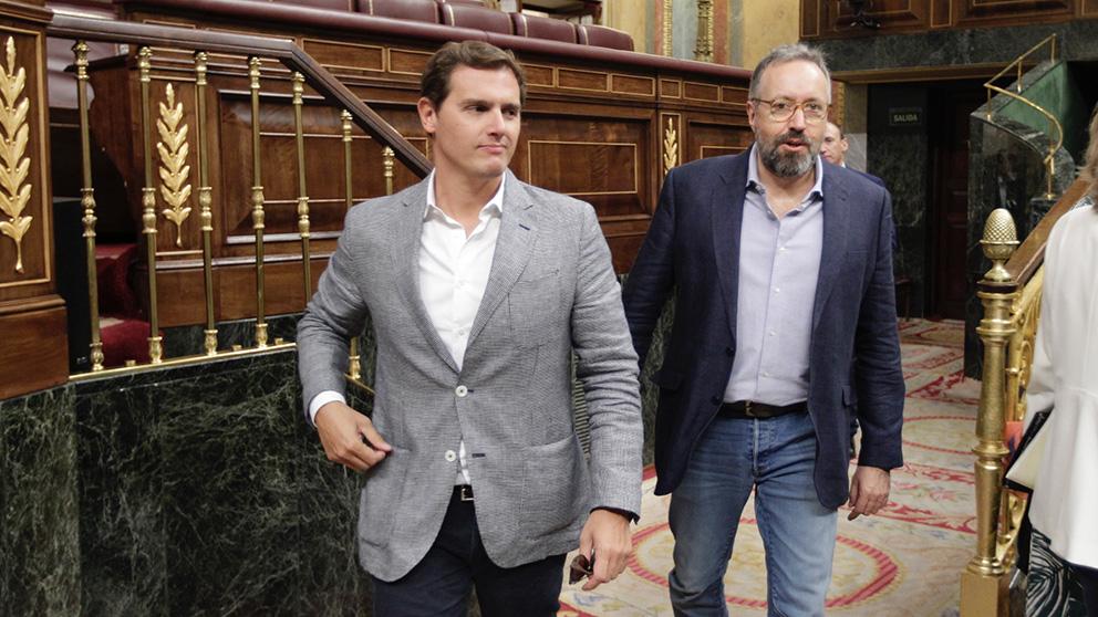 Albert Rivera y Juan Carlos Girauta, en el Congreso de los Diputados (Foto: Francisco Toledo).