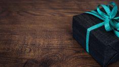 Un lazo es el elemento perfecto para decorar un regalo