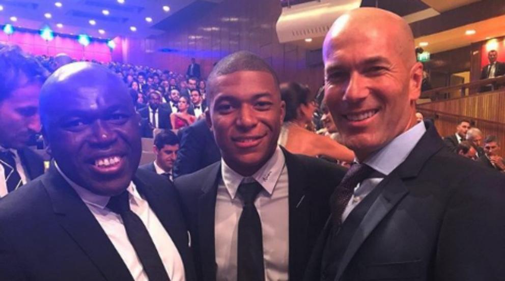 Mbappé posa junto a Zidane en la gala The Best.