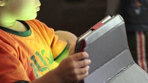 Muere una niña tras impactarle su tablet en la cabeza durante un accidente de tráfico
