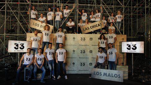 Elenco completo de «33 el Musical». (Foto: Francisco Toledo)