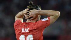 Bale se lamenta tras una ocasión fallada ante el Sevilla.
