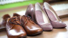Los pasos para pegar la suela de un zapato