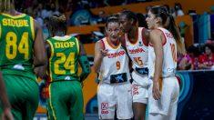 Laia Palau da instrucciones a sus compañeras contra Senegal. (Alberto Nevado)