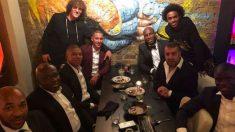 Mbappé junto a los jugadores del Chelsea. (Instagram)