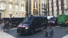 Unidades de los Mossos en la plaza donde se encuentra la sede de la Generalitat en Barcelona