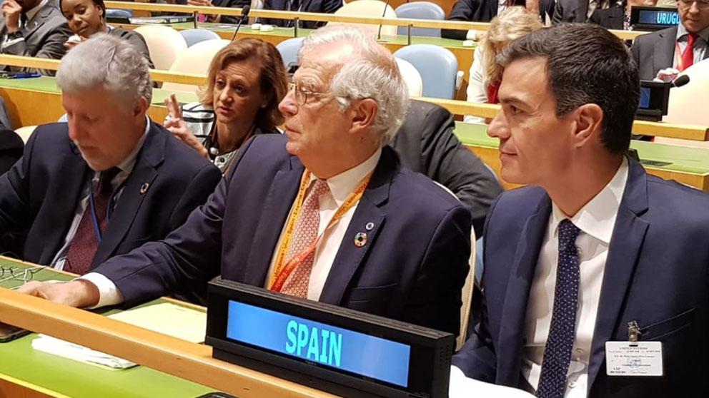 Pedro Sánchez y Josep Borrell.