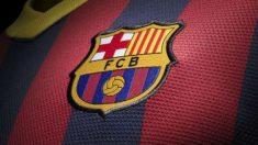 Camiseta del Barcelona con el escudo.