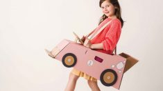 Un coche de cartón es un excelente juego para los niños